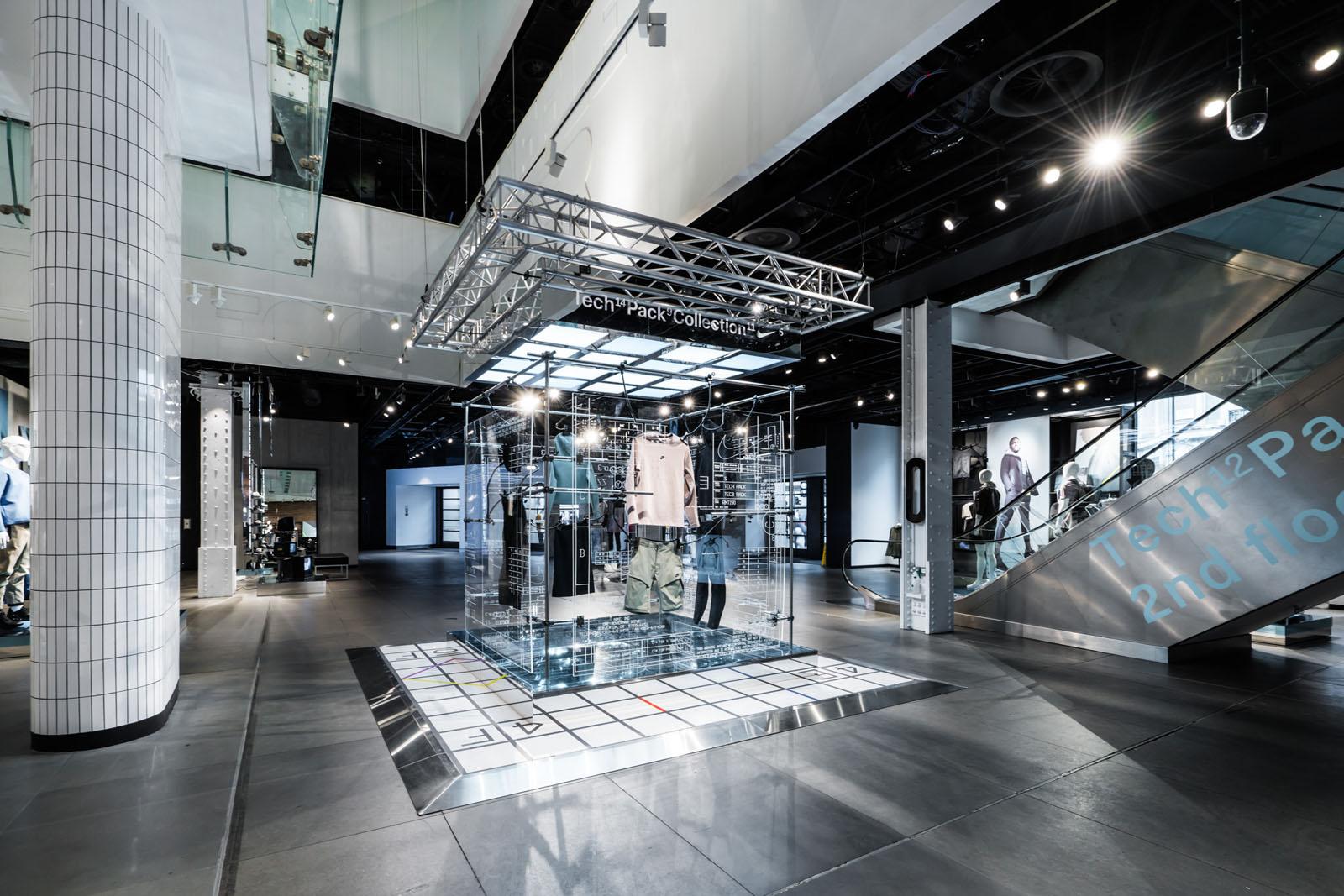 NikeTown Tech Pack 3d Installations - Maarten Vis Design